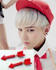 """G-DRAGON PV wear arrow earrings of """"Crayon"""""""
