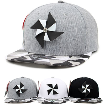FRONT BLACK&WHITE PINWHEEL POINT SNAP BACK