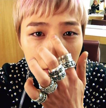Chrome Hearts mail order | BIGBANG G-dragon is Chrome Hearts st wearing antique cross ring |. Big Bang Ji ring
