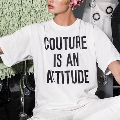 【FEMININE : BLACK LABEL】COUTURE IS AN ATTITUDE PRINT T-SHIRT(BLACK/WHITE)