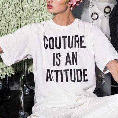 【FEMININE : BLACK LABEL】COUTURE IS AN ATTITUDE PRINT T-SHIRT(BLACK/WHITE)