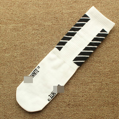 DIAGONAL LINES SOCKS(BLACK/WHITE/RED)