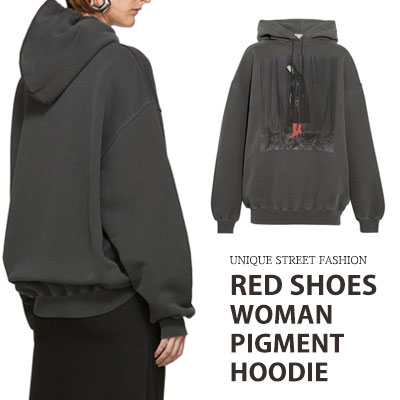 [UNISEX] RED SHOES WOMAN PIGMENT PULLOVER HOODIE