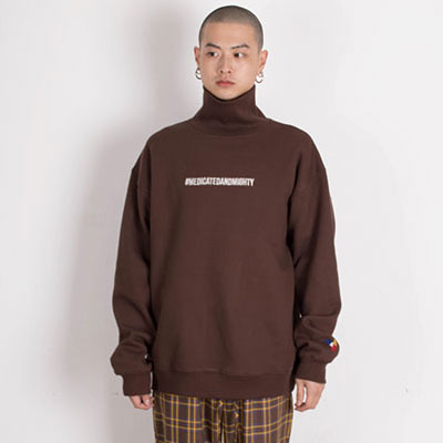 【2XADRENALINE】Brushed Back Hash Tag Turtleneck - BROWN