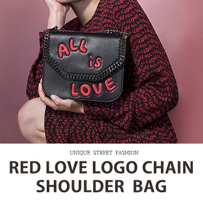 RED LOVE LOGO CHAIN SHOULDER BAG