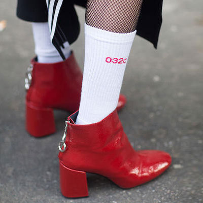 [UNISEX] RED LOGO POINT WHITE SOCKS