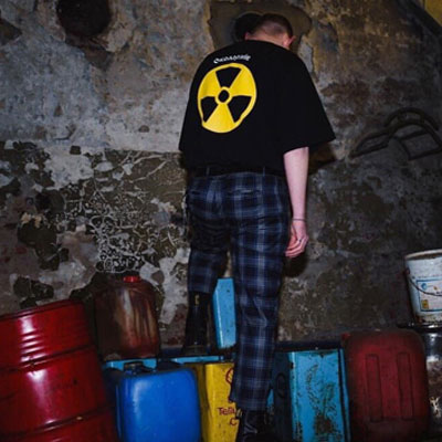 [UNISEX] RADIATION MARK PRINT SHORT SLEEVE T-SHIRTS(2color)