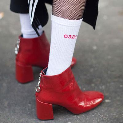 [UNISEX] RED LOGO POINT WHITE SOCKS