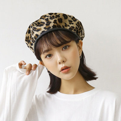 [UNISEX] LEATHER TRIMMING LEOPARD PATTERN BERET