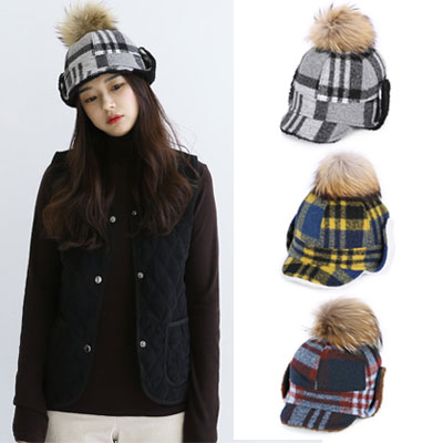 [UNISEX] BIG POMPOM CHECK PATTERN FUR CAP(3color)