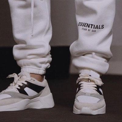 [UNISEX] ESSENTIALS LETTERING WHITE JOGGER PANTS